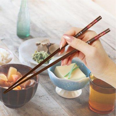 画像3: 名入れ 有田焼 ペア湯呑み(ピンク・ブルー) 夫婦箸(桜柄) セット